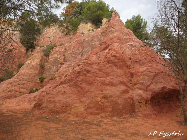 Terres rouges de Bédoin (photo : J.P. Eysseric)
