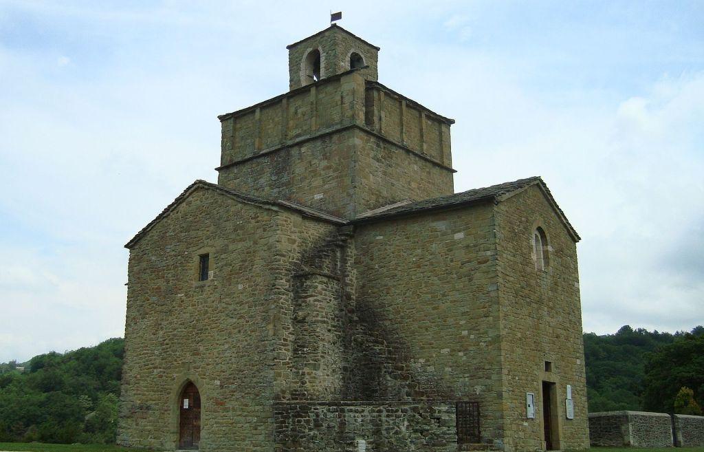 L'église Saint-Pierre-et-Paul de Comps Drôme